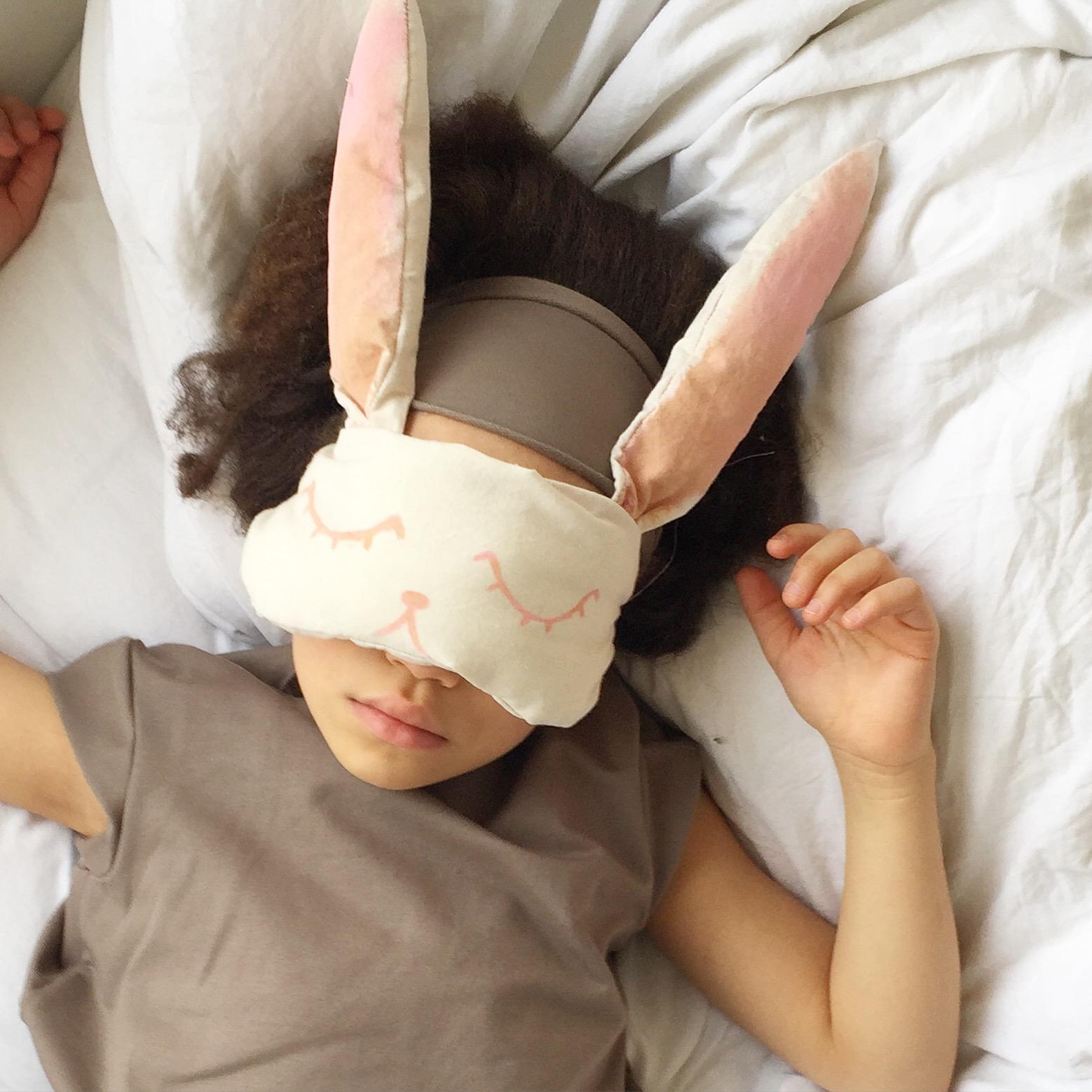 hasen schlafmaske n hen mamablog shop by elfenkind. Black Bedroom Furniture Sets. Home Design Ideas