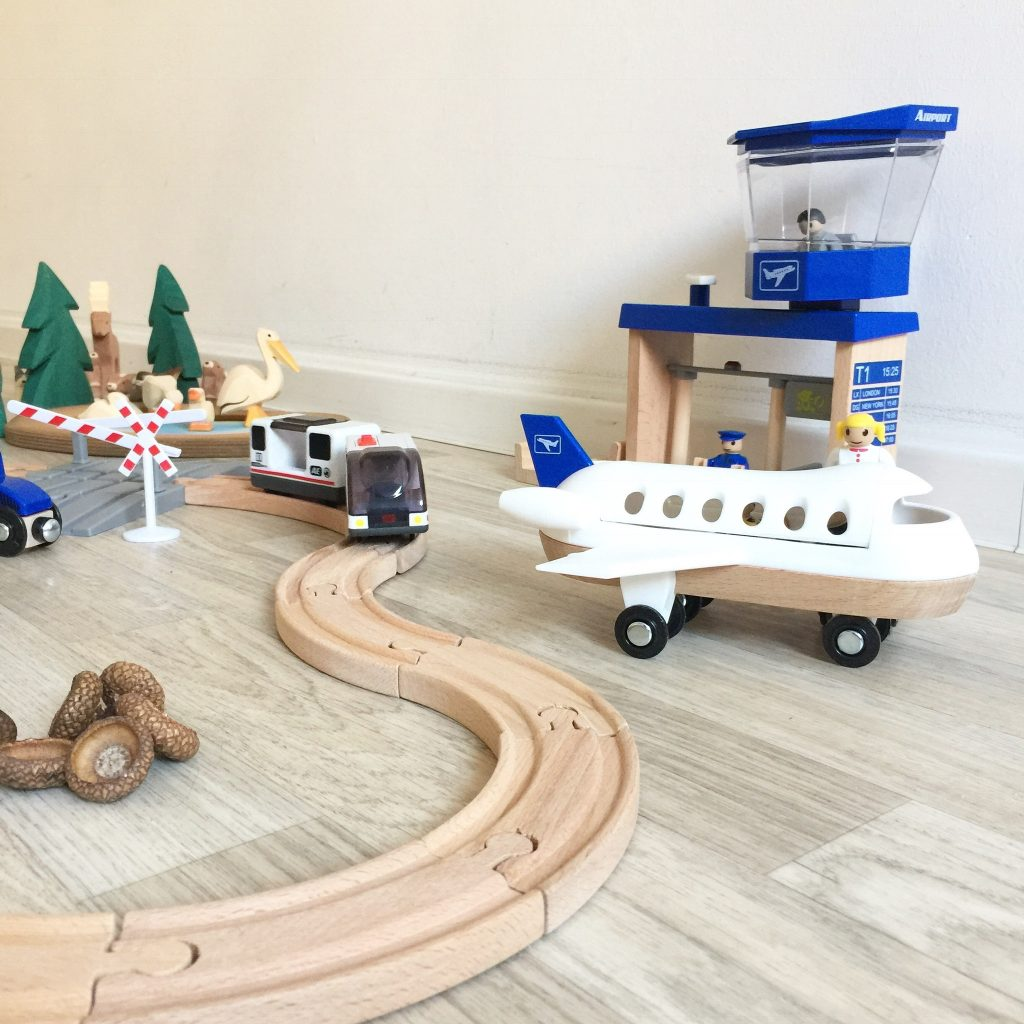 holzeisenbahn zu weihnachten - mamablog & shop by elfenkind