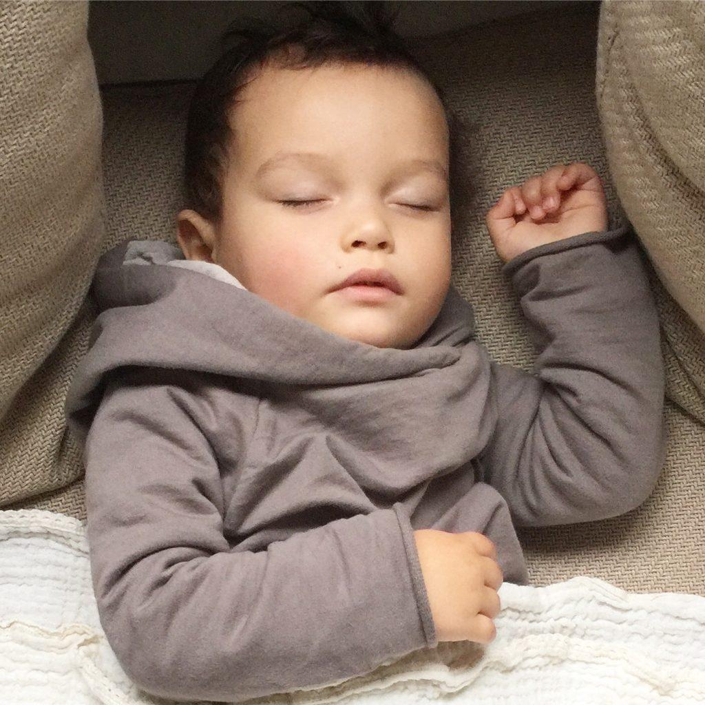 schlaft ihr schon durch und ein give away von ergobaby mamablog shop by elfenkind. Black Bedroom Furniture Sets. Home Design Ideas