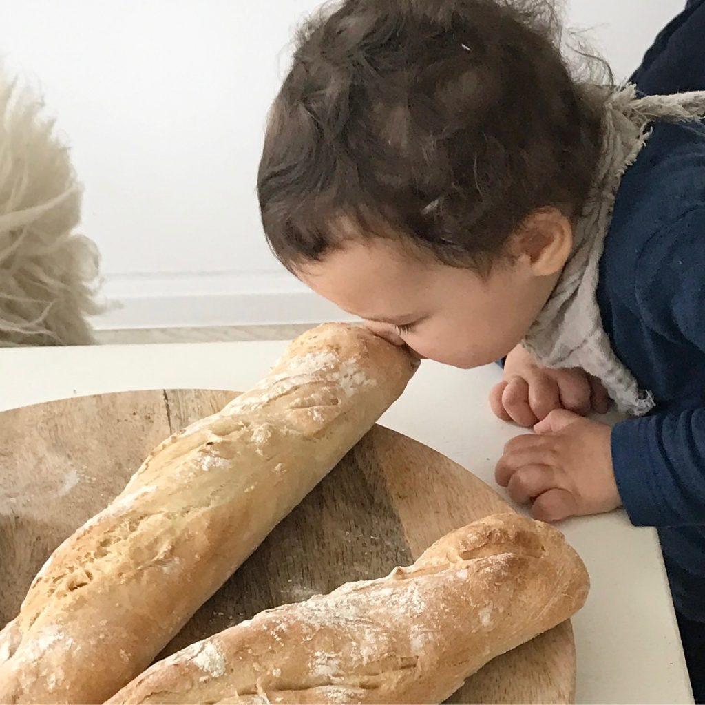 Hier bekommt ihr ein wunderabres leicht zu backenes Baguette Rezept die Anleitung udn das Rezept findet ihr auf unserem Blog www.Elfenkindberlin.de. ein zauberhafter genuss für groß und klein