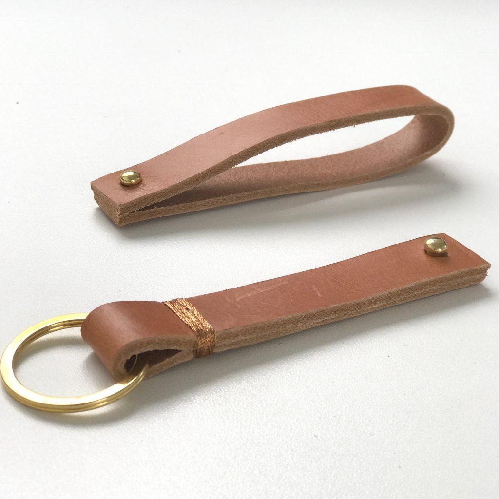 Schlüsselanhänger aus Leder DIY die Anleitung gibt es auf www.elfenkindberlin.de