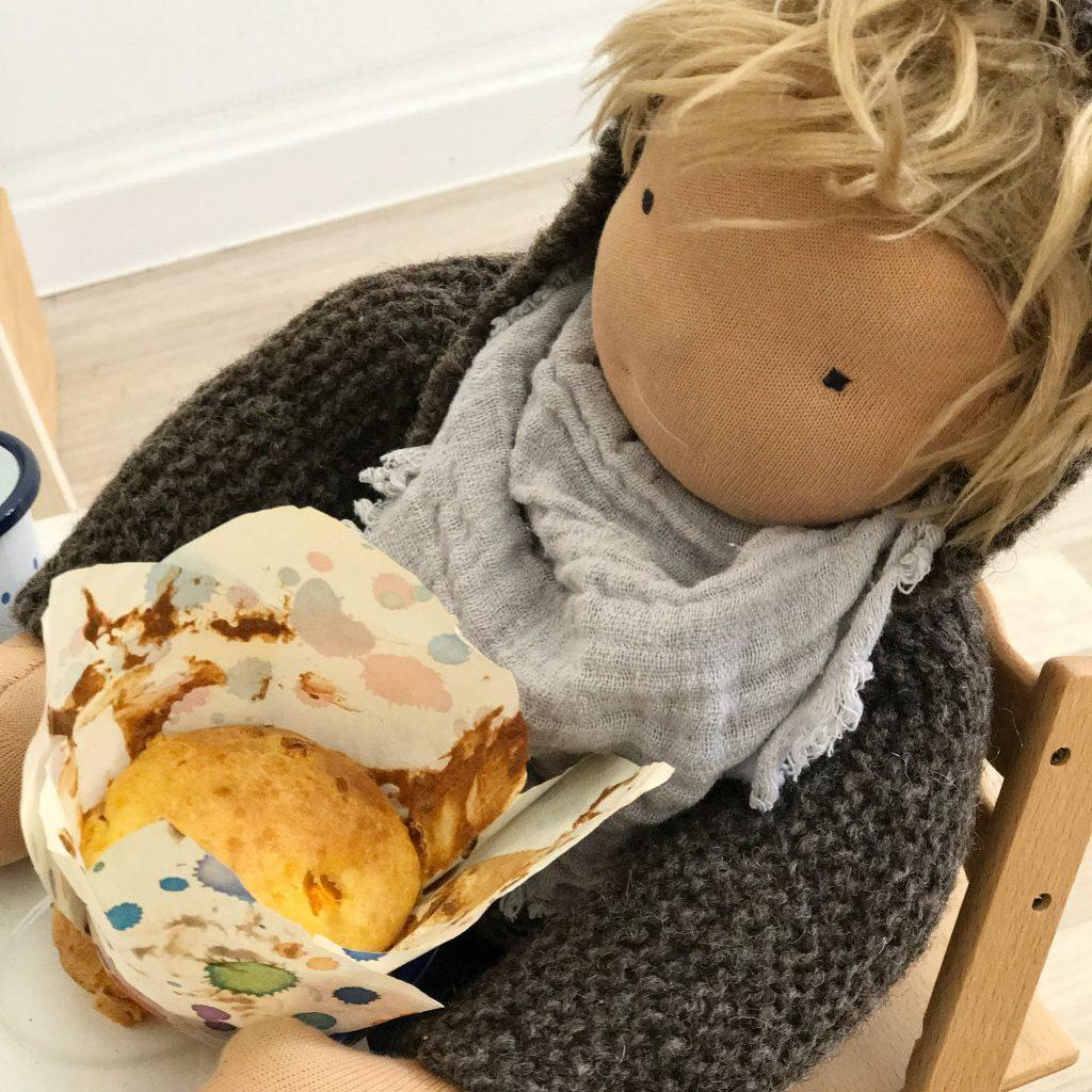 Mehr zum Thema Waldorfpuppen und ein leckeres Kürbis Muffin Rezept gibt es auf www.elfenkindberlin.de