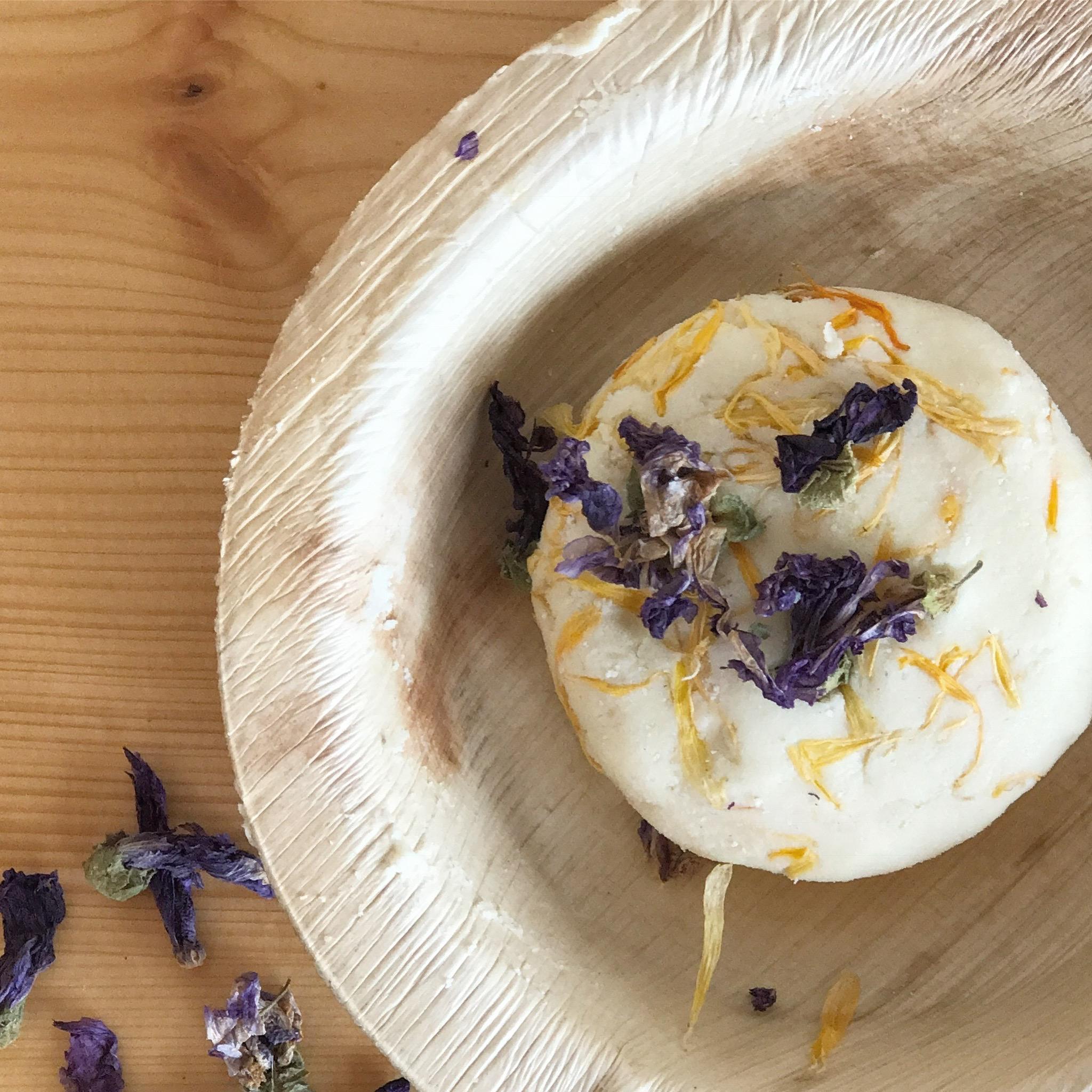 Ei Calendula Seifen Rezept ohne Kochen findet ihr auf www.elfenkindberlin.de