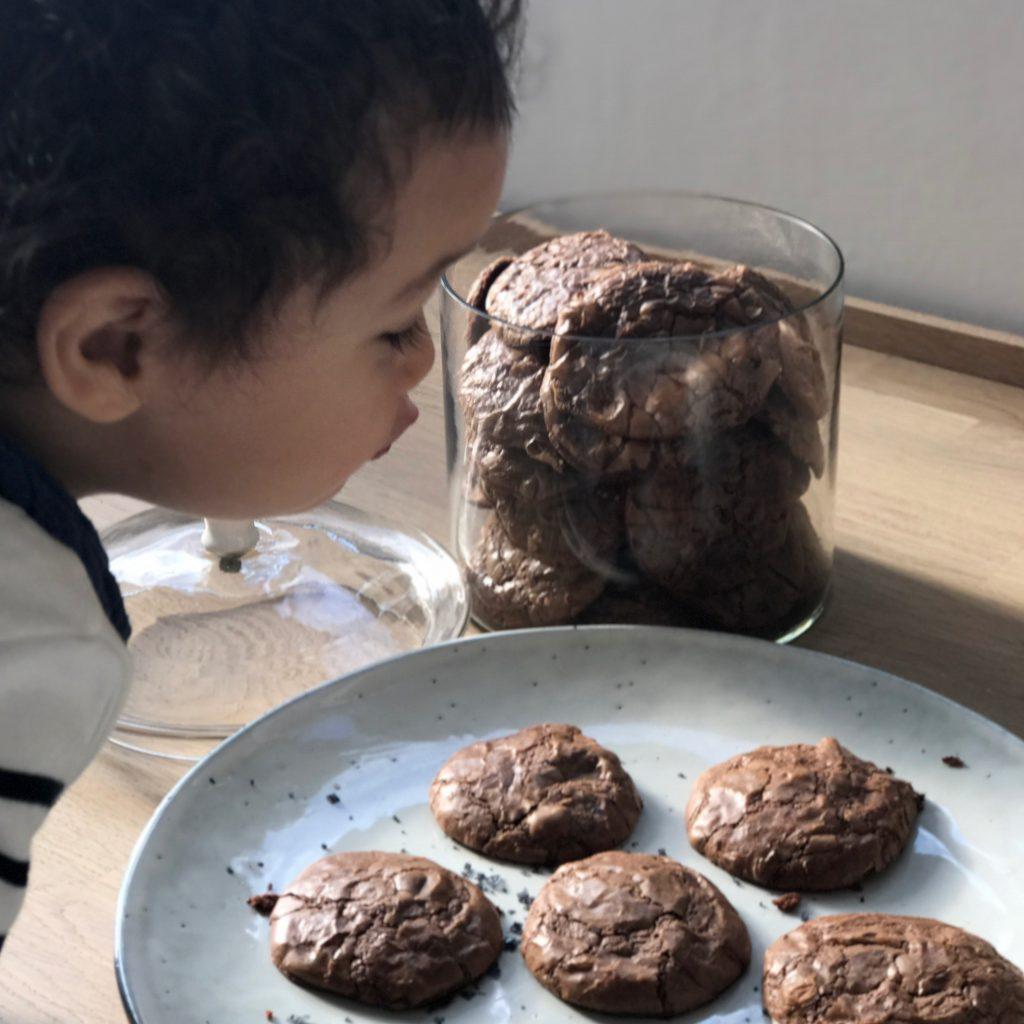 Ein leckeres Rezept für Brownie Cookie findest du auf www.elfenkindberlin.de