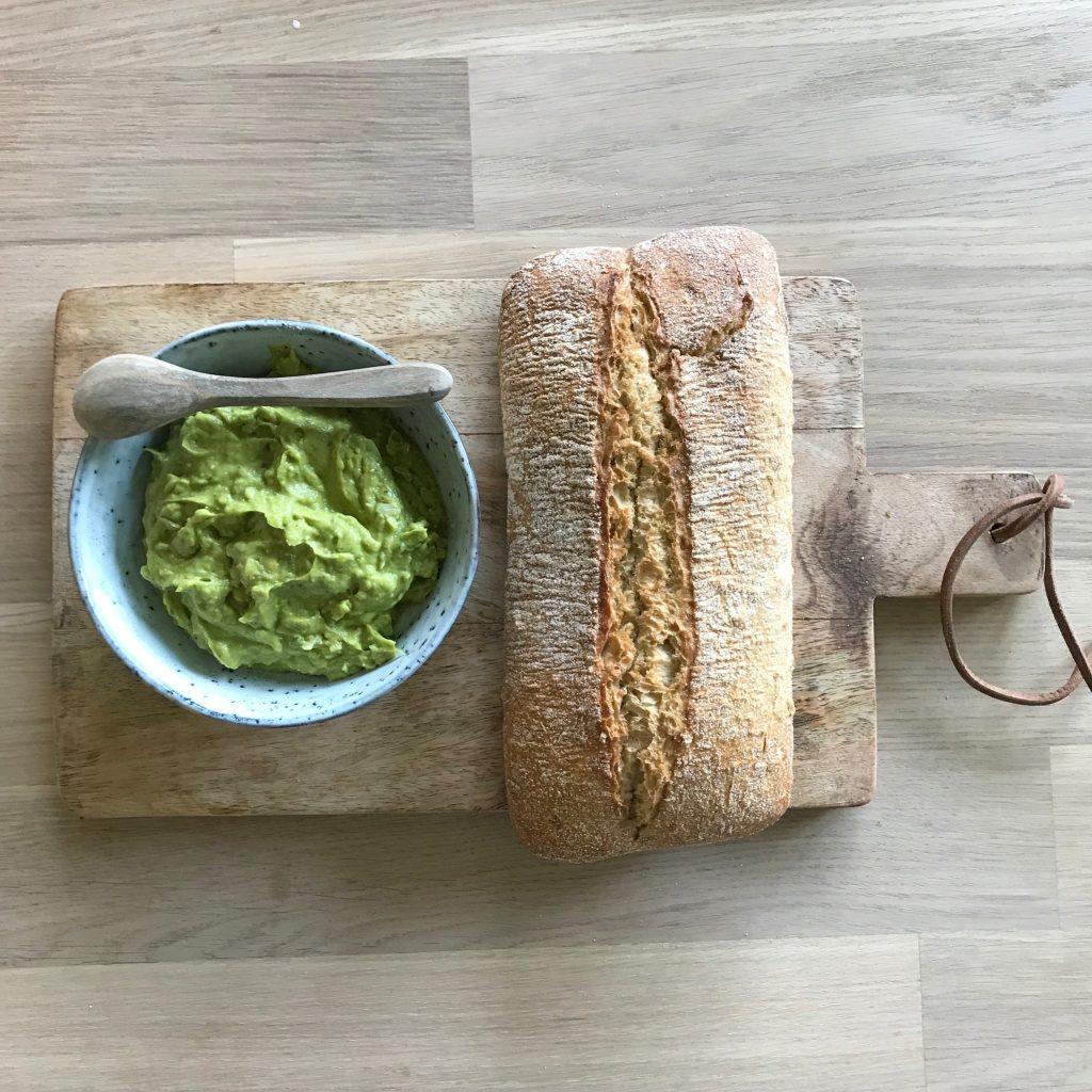 Avocadocreme mit Kurkuma Rezept udn leckeres VBrot findet ihr auf Elfenkindberlin.de