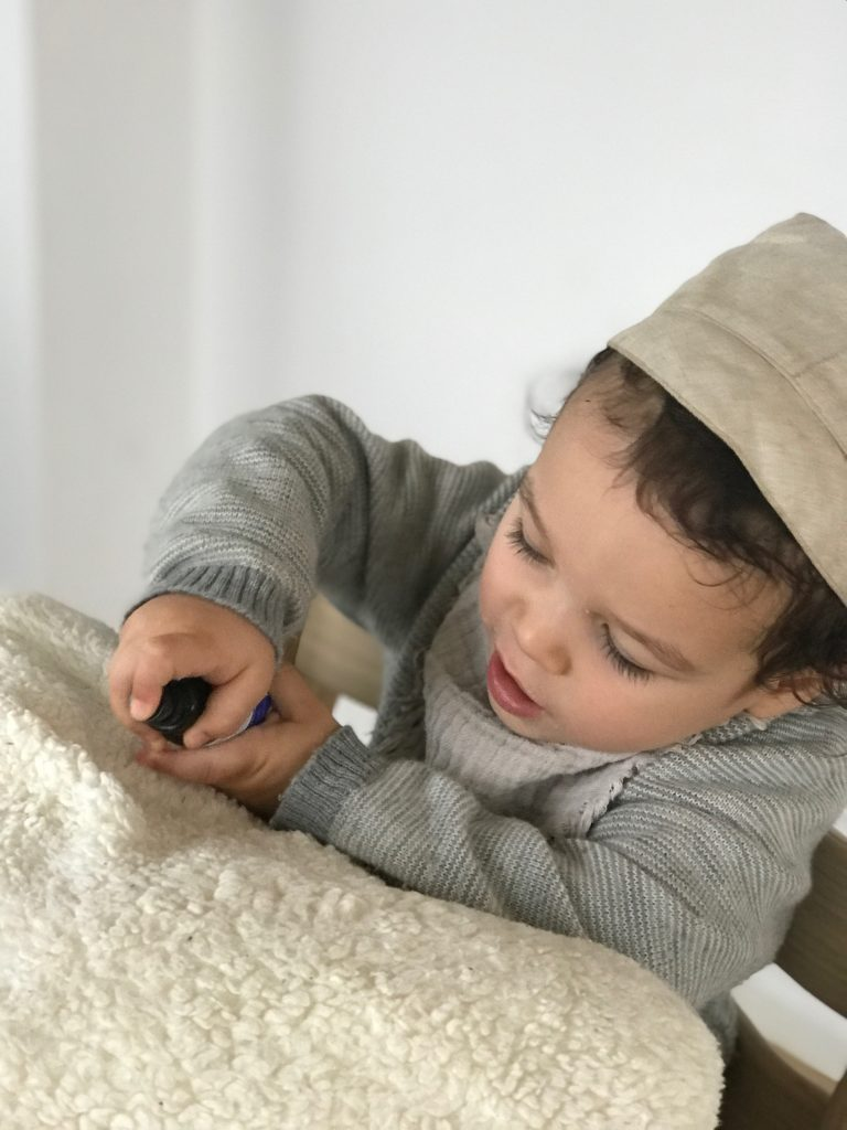 Schlafe schoen Liebling Kissenspray für Kinder! Ein Rezept zum selbermachen und die Wirkung der benutzen ätherischen Öle für euch zusammengefasst !