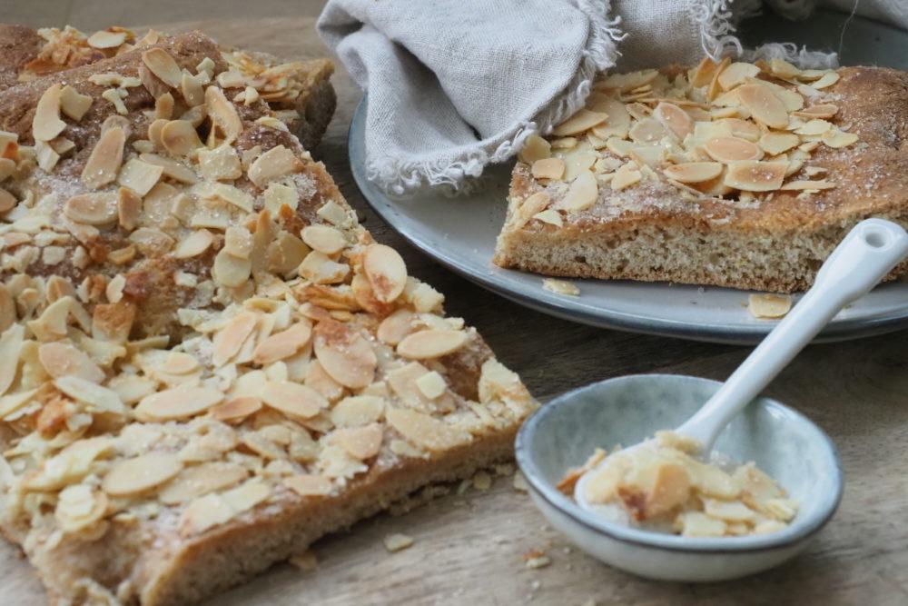 Zwei Butterkuchen Rezepte und meine Gedanken zu vollwertigem frisch gemahlenen Mehl ! Ich stelle euch meine leckeren Butterkuchen mit extra Mandeln Rezepte . Viele weiter vollwwertige köstliche Rezepte findet ihr auf unserem Blog www.elfenkindberlin.de