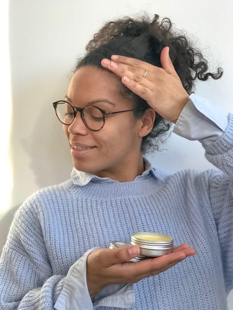 Lockenköpfe aufgepasst!Haarwachs Rezept mit gutem Honig und schön duftenden Ätherischen Ölen machen eure morgendliche Haarroutine zum Genuss für all Eure Sinne! Probiert es mal aus! Ihr werdet es lieben, dieses und viele ander Rezepte findet ihr auf www.elfenkindberlin.de