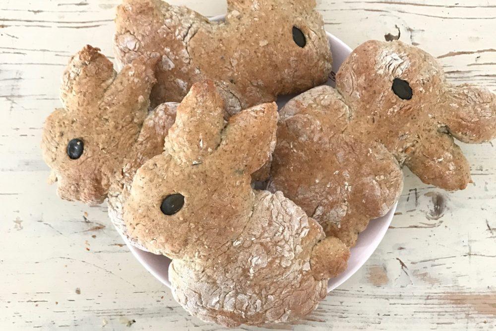 Gesunde Hasenbrötchen, zum backen mit den Kindern für einen gelungen Osterzauber ich habe ein ganz gesundes sehr leckeres und ein Rezept mit Weizenmehl für euch.Schaut für noch mehr schöne Osterideen auf www.elfenkindberlin.de