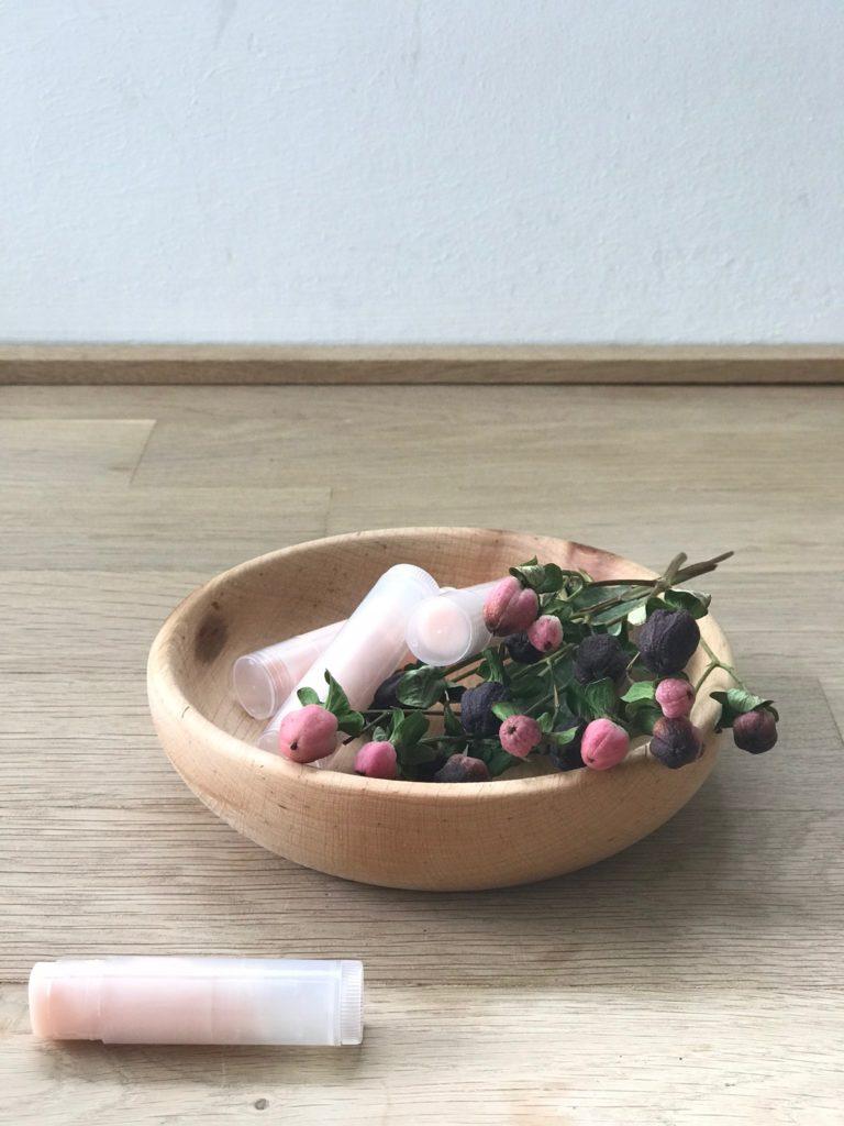 Rezept Kokos Lippenstifte in Rosé, ein schönes DIY für den Kindergeburtstag, oder auch einfach so für Mamas Handtsche. Noch mehr Naturkosmetik Rezepte findet ihr auf unserer Seite www.elfenkindberlin.de