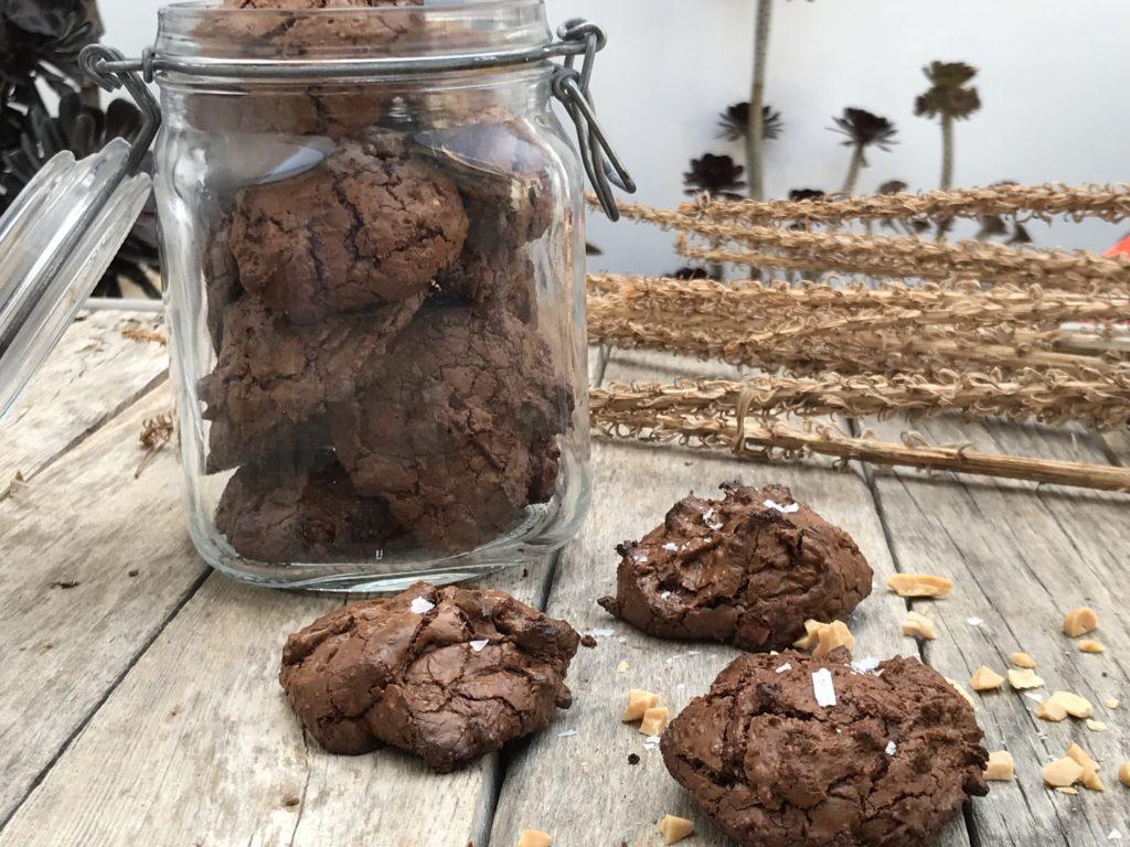 Brownie Cookie Rezept mit gesalzenen Mandeln.es schmeckt nach Sonnengereiften Mandeln. Diese und viele weitere Rezepte findet ihr auf www.elfenkindberlin.de