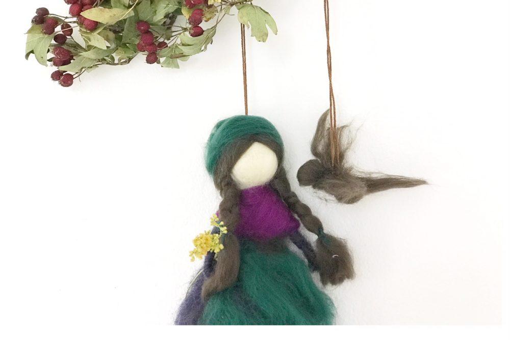 Diese Anleitung für eine Waldhexe Waldfee aus Märchenwolle wird euch und euren Kindern bei der Herstellung sicher viel Freude bereiten.