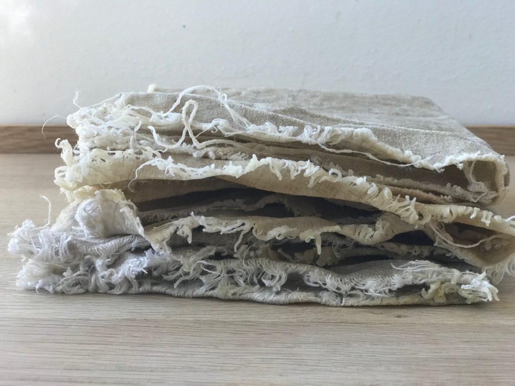 Bienenwachstücher als wiederverwendbare Alternative zu Frischhaltefolie und Tüten! Bienenwachstücher kann man mit wenigen Mitteln einfach und schnell selber machen. Das Resultat :weniger Müll, ein Beitrag zu einer sauberen Welt !mehr dazu auf www.elfenkindberlin.de