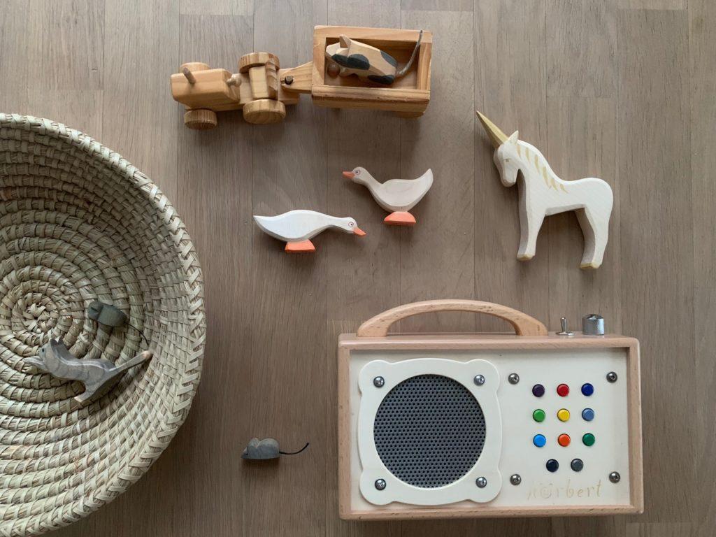 Warum ich es gut finde, wenn auch kleine Kinder Hörspiele hören dürfen.Ein achtsamen Umgang mit Hörspielen an die Kinder weitergeben. www.elfenkindberlin.de