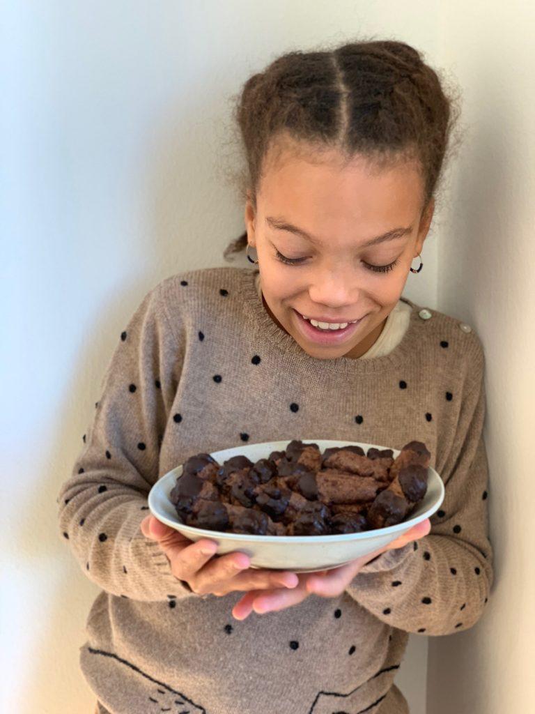 Der kindliche Drang nach Autonomie und selbstständigem Handeln!Fördern und starke Kinder in die Welt entlassen. Und ein Schokotazen Rezept auf www.elfenkindberlin.de