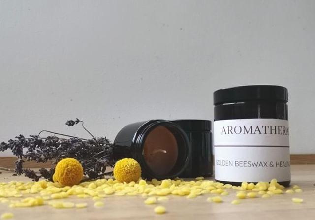 Aromatherapie-Kerze: Rezept oder auch Golden Beeswax & Healing Herbs ! Es hört sich so schön an und noch viel schöner ist es, wenn sich der heilende Duft im Wohnraum ausbreitet