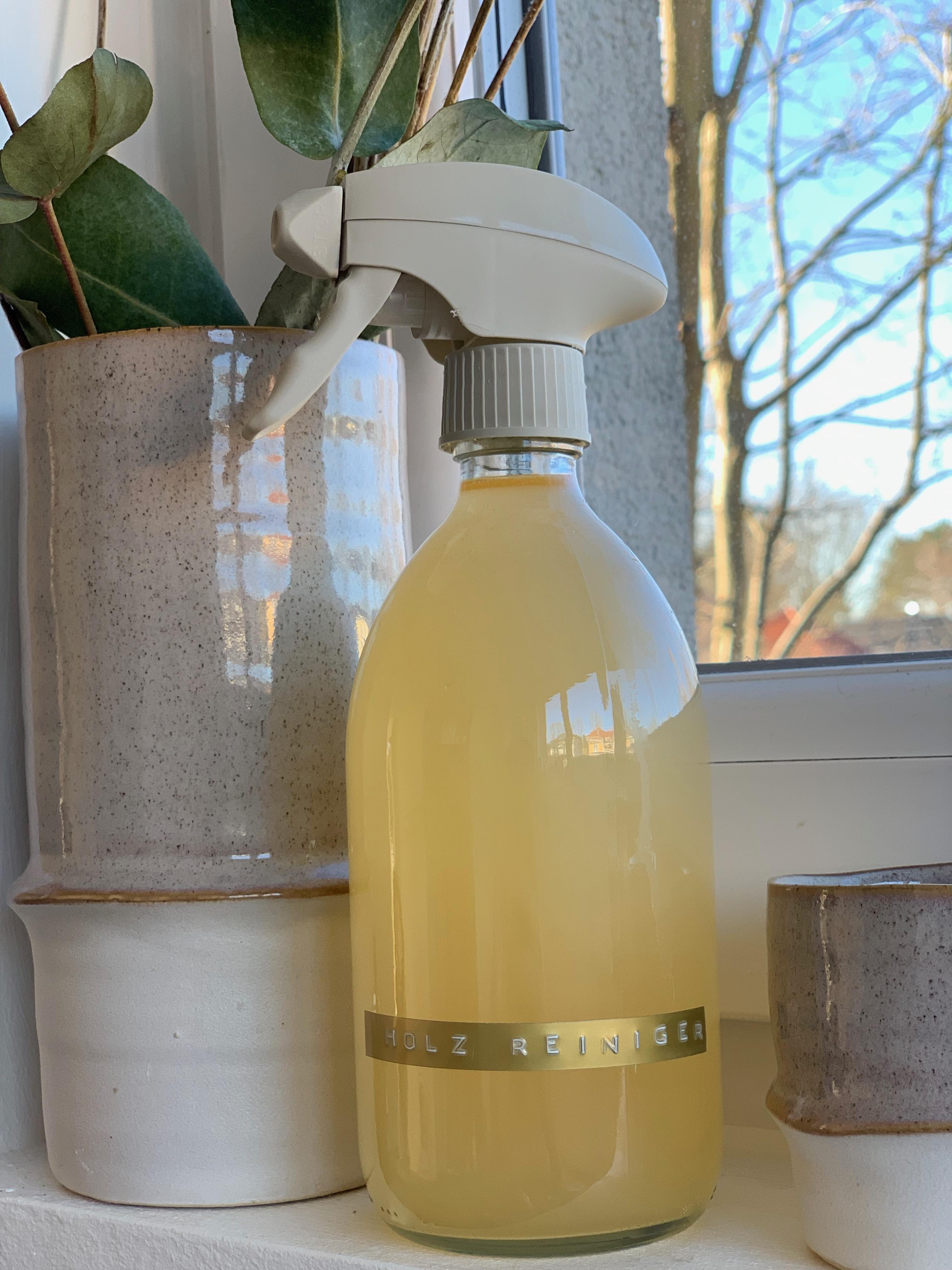 Holz Reinigungsspray das gleichzeitig pflegt, gut richt und sich auch noch schnell selber herstellen lässt? Ja das gibt es !