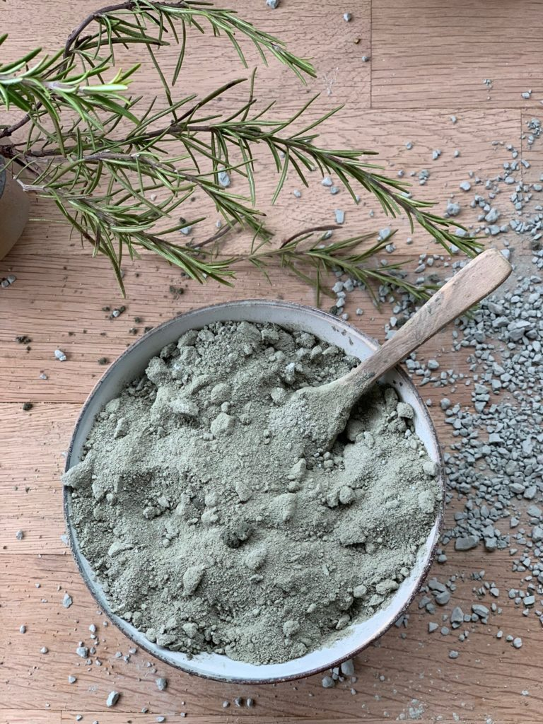 Grüne Erde Detox Peeling, so einfach so schön so wertvoll so belebend! ich empfinde es als unglaublich reinigend mit meinen Körper mit diesem Peeling zu verwöhnen
