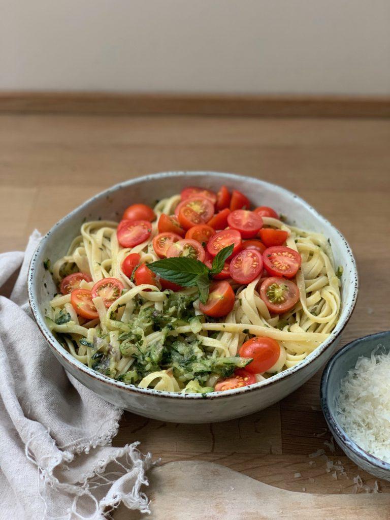 Einfaches Zucchini Pasta Rezept für den Sommer schnell und lecker ! Noch mehr Sommer Pasta Rezepte findet ihr auf www.elfenkindberlin.de
