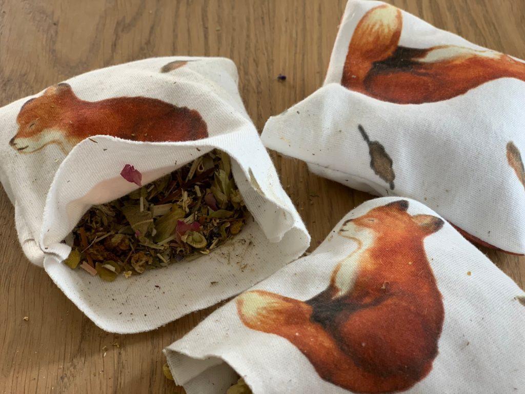 Kräuterkissen nähen aus einem schönenFuchstoff, beides aus dem Hause Elfenkind um eure Kinder in den Schlaf zu begleiten.