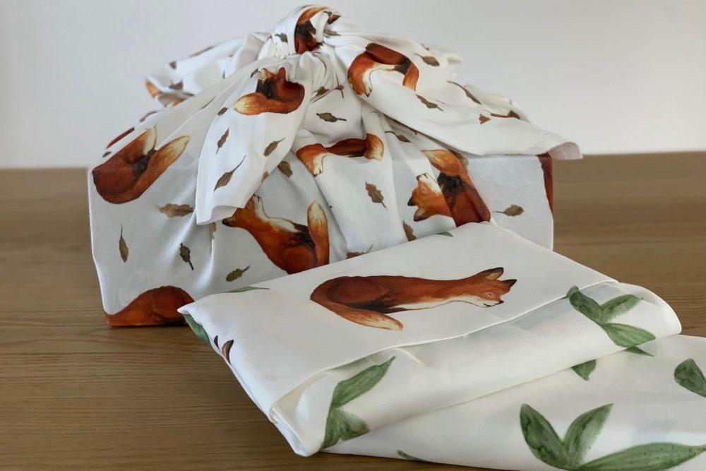 Zero Waste Furoshiki Anleitung: die nachhaltige Art, Geschenke zu verpacken! Weihnachten steht schon wieder vor der Tür, also lasst uns doch versuchen, Papier zu sparen.
