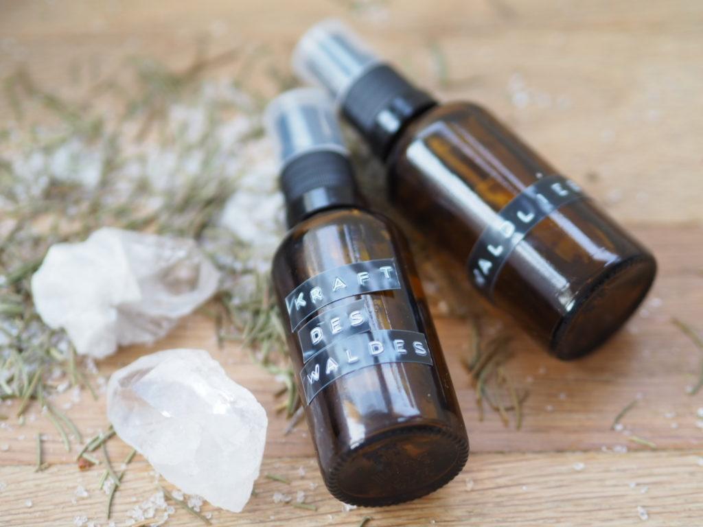 Waldbaden: meditatives Waldritual und Waldmedizin Rezepte mit ätherischen Ölen . Mehr zum Waldbaden und die damit einhergehnde Kraft auf www.elfenkindberlin