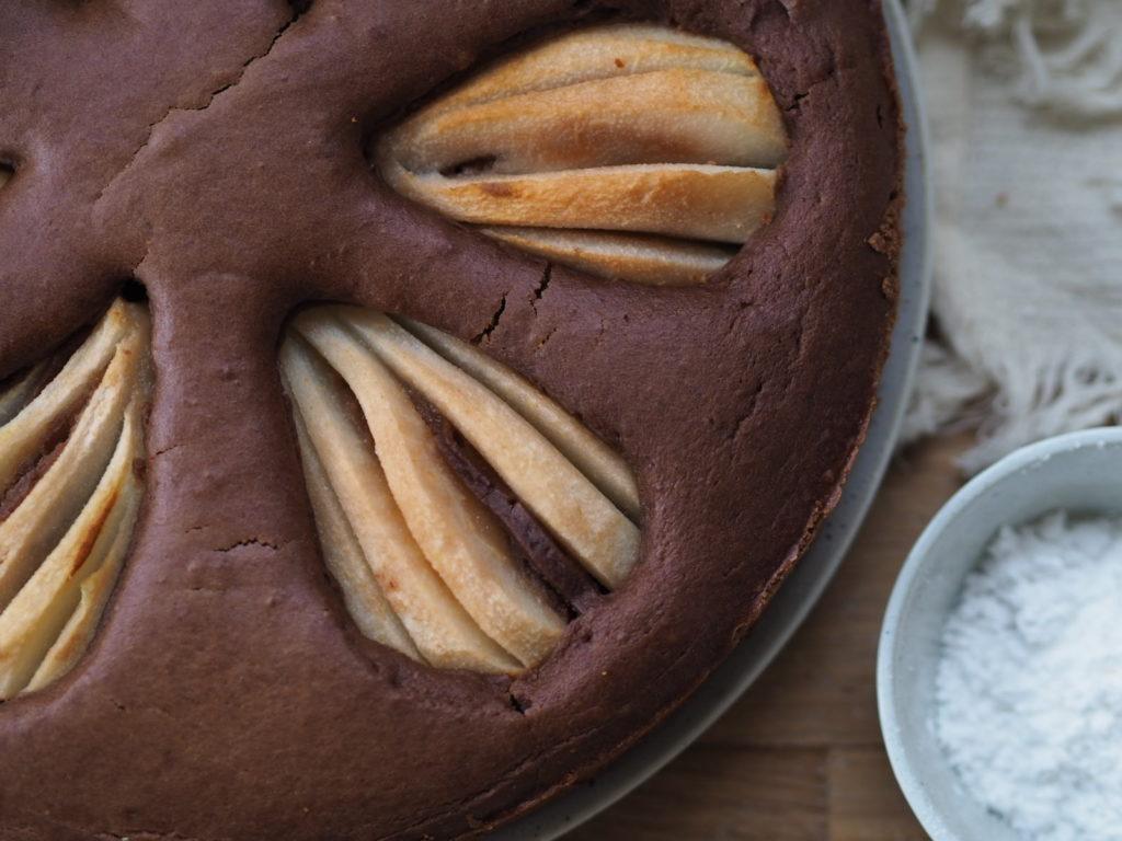 Rezept für Veganen Birnen-Schoko-Kuchen, so cremig lecker und auch mit anderen Früchten ein Genuss.