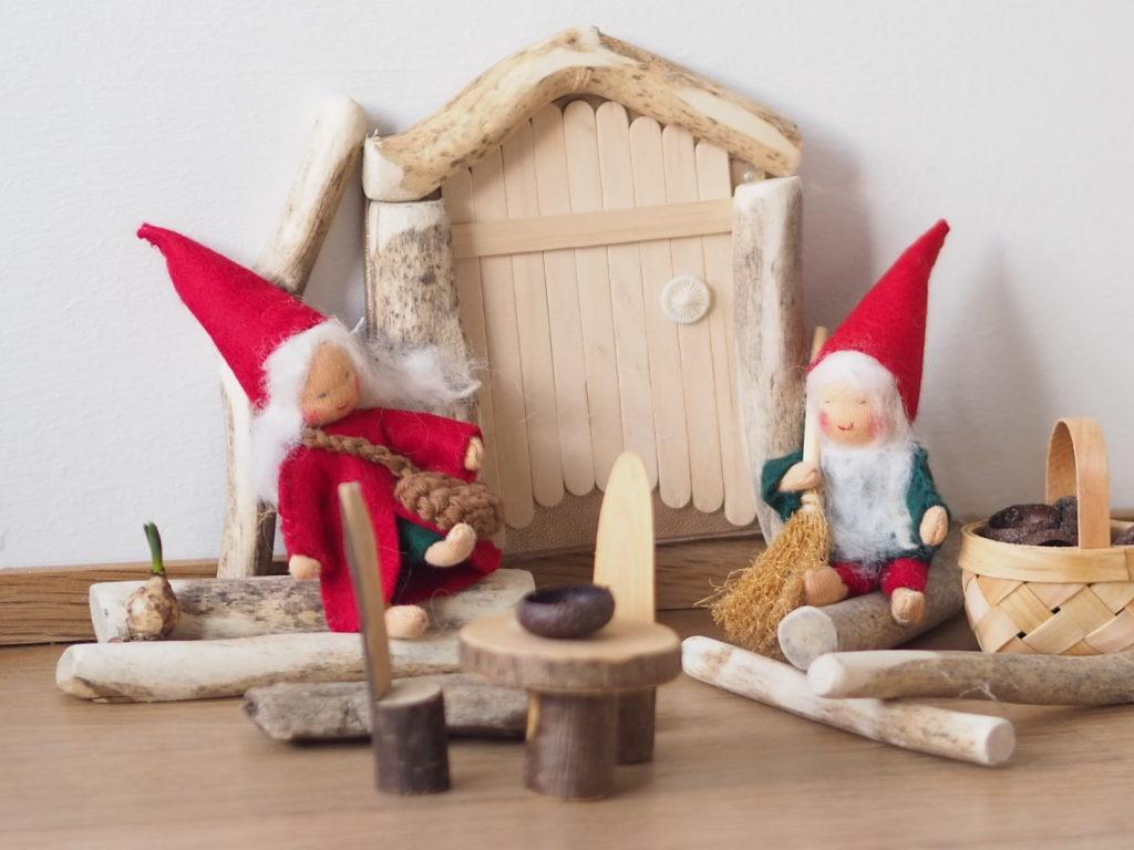Wenn du möchtest das ein Weihnachtswichtel bei dir einzieht, dann baue ihm eine Wichteltür, die Anleitung findest du auf www.elfenkindberlin