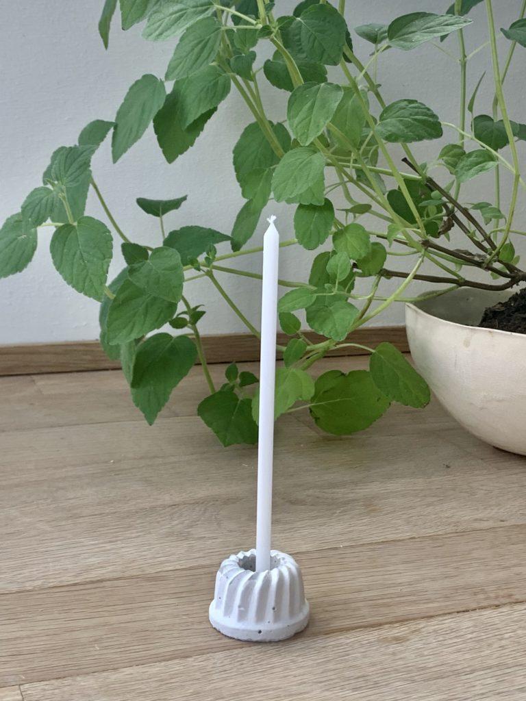 Mini Gugelkerzenhalter als hübsche Geschenkidee zum Geburtstag zu Ostern und als hünsche Deko. Einfach aus Beton gießen, Fertig !