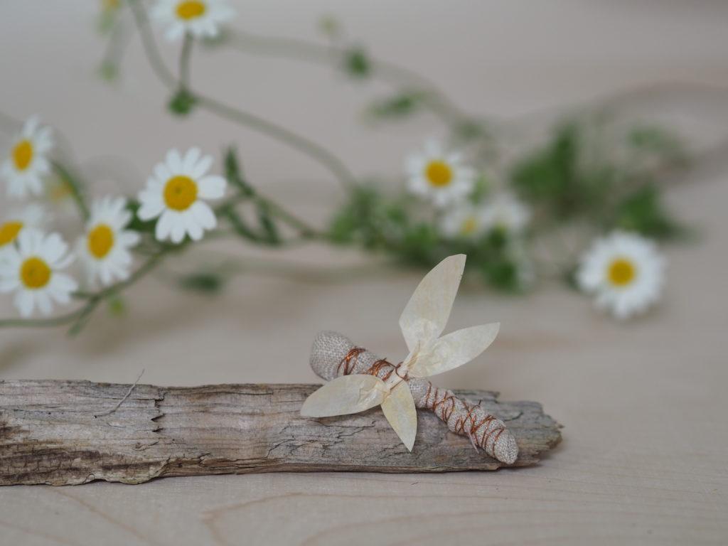 Bienen basteln aus Naturmaterialien, ihr braucht: