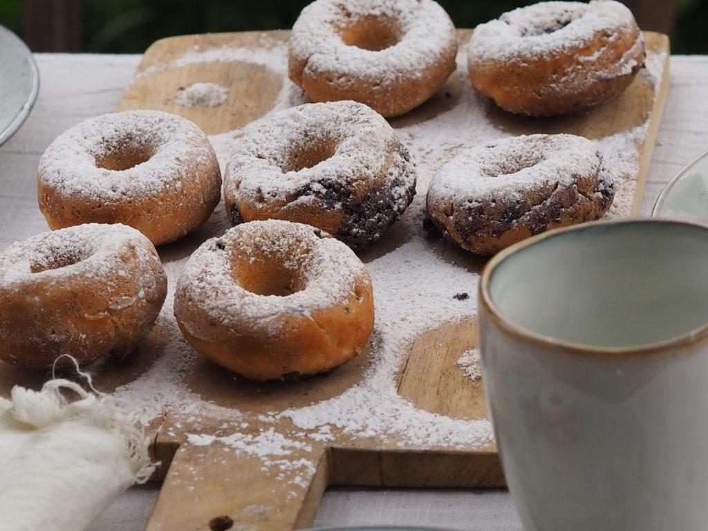 Donuts aus dem Backofen mit Tonkabohne, Vanille und ganz viel Liebe. Ein Rezept das ihr sicherlich öfter backen werdet. Mehr dazu auf www.elfenkindberlin.de
