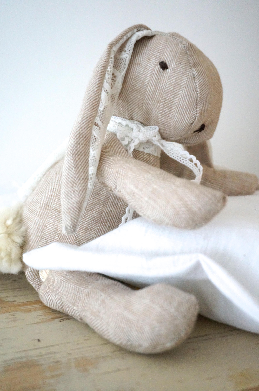 HasenKind DIY| Hasenkind selbernähen, Schnittmuster für einen Stoffhasen aus Leinen zu selbernähen mit udn für Eure Kinder. Noch mehr schöne DIY Ideen findet ihr auf unserem Blog www.elfenkindberlin.de