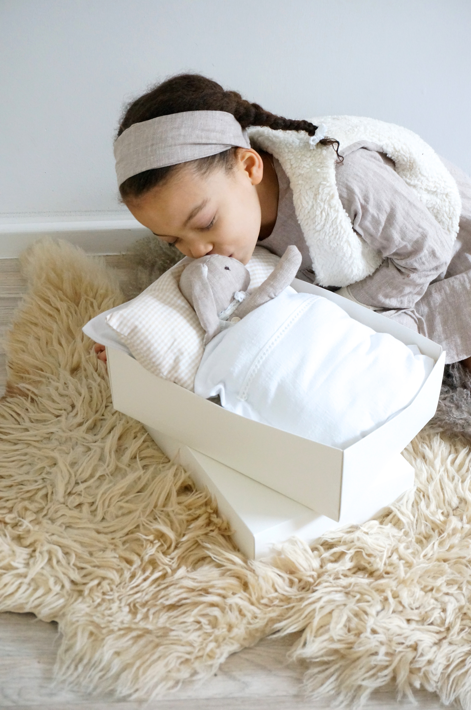 Schlaf schön kleiner Hase|Hasenkind selbernähen, Schnittmuster für einen Stoffhasen aus Leinen zu selbernähen mit udn für Eure Kinder. Noch mehr schöne DIY Ideen findet ihr auf unserem Blog www.elfenkindberlin.de